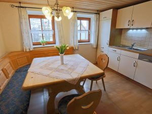 Komplette Küche mit Geschirrspülmaschine